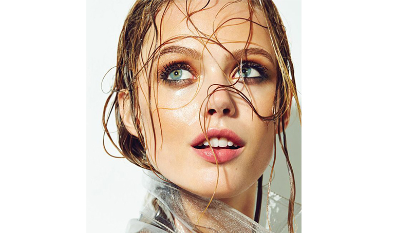 Waterproof make-up: cum sa ramai frumoasa la piscina!