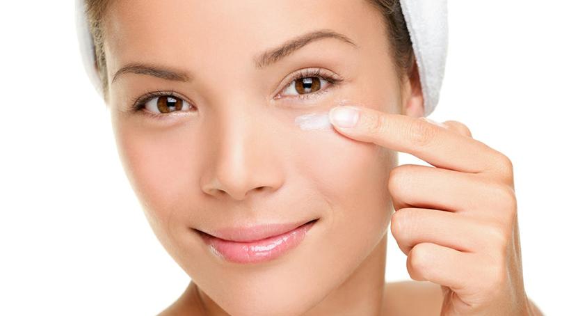 Cearcane: cele mai bune produse si retete pentru ochi odihniti